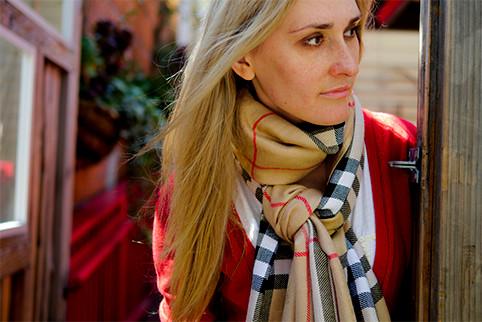 elena-burberryScarf